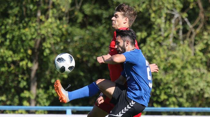 Violand Kerellaj (vorne) schrammt mit dem SC Lahr beim 2:2 gegen den 1. FC Rielasingen-Arlen nur knapp am zweiten Saisonsieg vorbei.