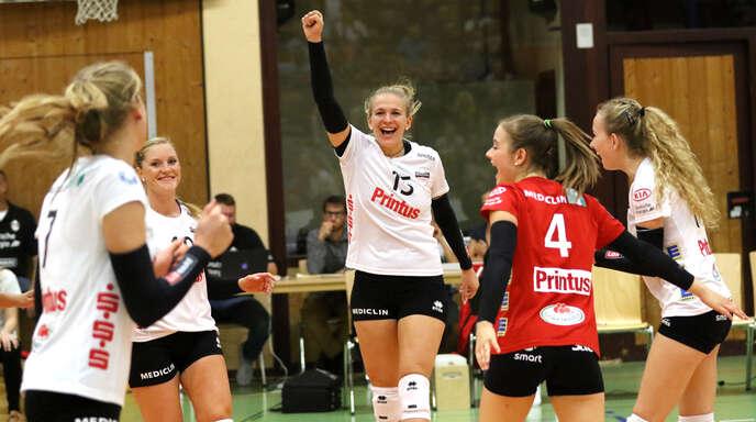 Nele Iwohn (Mitte) hatte nach dem 3:0-Auftaktsieg des VC Printus Offenburg an ihrem 22. Geburtstag gleich doppelt Grund zur Freude.