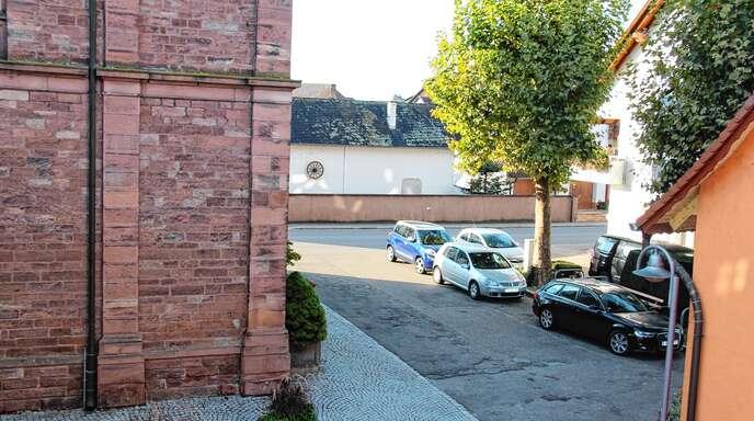 Nach der Erneuerung der Kanalisation wird der Kirchplatz in Stadelhofen neu gestaltet. Geplant sind unter anderem Sitzbänke und ein Brunnen.