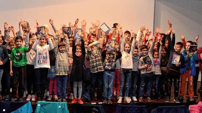 Mit fünf Klassen waren die Schüler der Johann-Wölfflin-Grundschule zum »Regionalen Literaturtag« in die Oberkircher Mediathek gekommen.