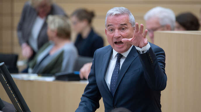 Thomas Strobl (CDU), Innenminister von Baden-Württemberg, hat sich erneut gegen Vorwürfe zum Umgang mit der mutmaßlichen Gruppenvergewaltigung in Freiburg gewehrt.