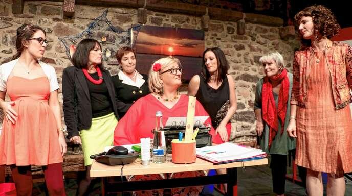 Sangen und tippten sich durch den musikalischen Abend: Die Sekretärinnen Justine Haupt, Ulrike Kliewer-Mayer, Ute Söllner, Birgit Hellrung, Saskia Bleich, Sigrid Schweiker und Silvia Krechtler.