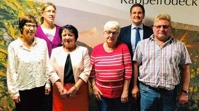 Vier langjährige Stützen der Gemeinde Kappelrodeck gehen in den Ruhestand (von links): Danielle Lamm, Personalratsvorsitzende Sonja Schimonowitsch, Renate Strack, Ruth Jung, Bürgermeister Stefan Hattenbach und Lothar Morgenthaler.
