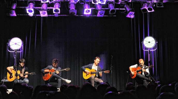 Bei der »Nacht der Gitarren« mit (von links) Luca Stricagnoli, Antoine Boyer, Samuel Rouesnel (alias Samuelito) und Cenk Erdogan im Schlachthof erlebten die Zuhörer einen klasse Abend.