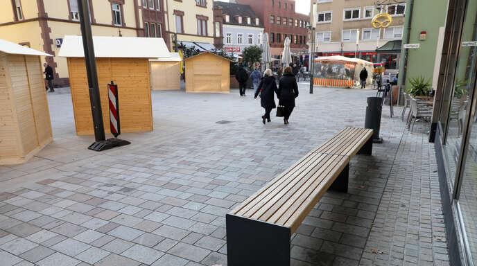 Schon gezeichnet: Der Natursteinbelag des erst im Sommer mit einem großen Fest eingeweihte »neue« Lindenplatz weist bereits deutliche Gebrauchsspuren auf.