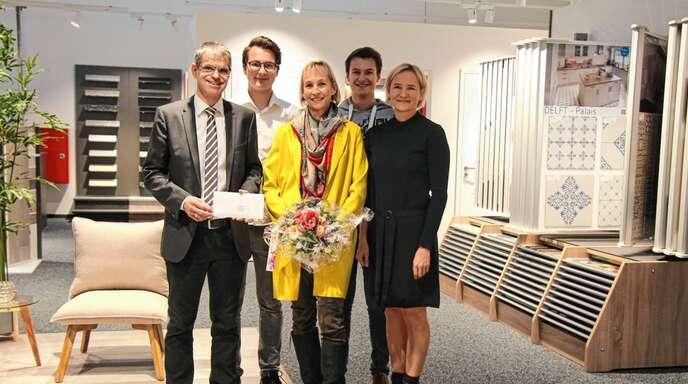Das neuen Bauzentrum Rendler eröffneten (von links) Bürgermeister Christoph Lipps, geschäftsführende Gesellschafterin Sabine Rendler-Fies mit den Söhnen Frederic und Florian sowie Geschäftsführerin Silvie Rendler.