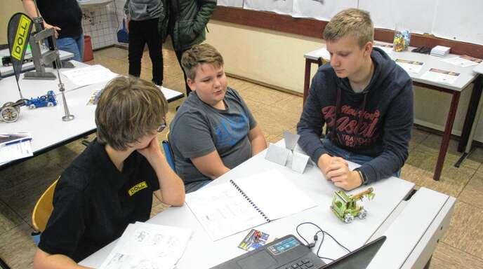 Auszubildende zeigten den Schüler der August-Ganther-Schule den Weg zur Lehrstelle auf.