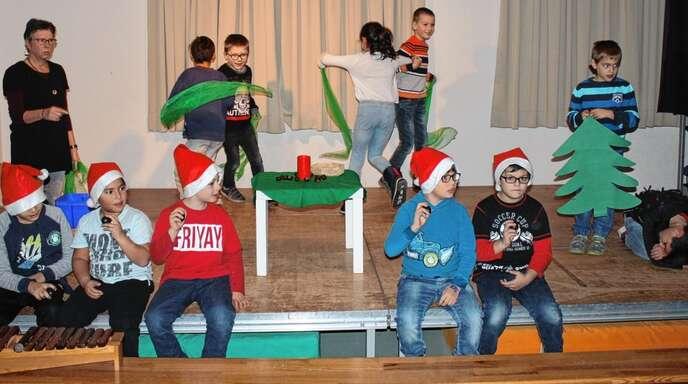 Die Klasse zwei und drei der Altstadtschule setzten das Spiellied »Max der Igel« in Szene.