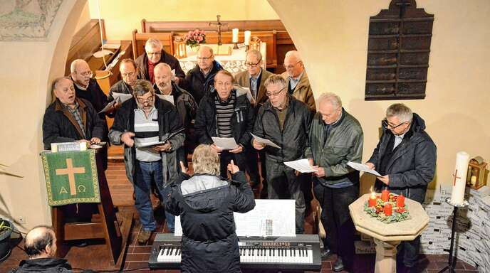 einbischofsheimer Männergesangverein Liederkranz gestaltete am Montagabend das Adventssingen in der Hausgereuter Nikolauskapelle.