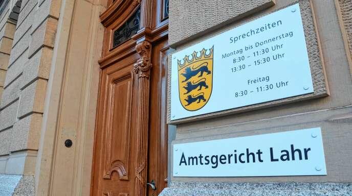 Wegen Betrug musste sich ein Mann vor dem Amtsgericht Lahr verantworten.
