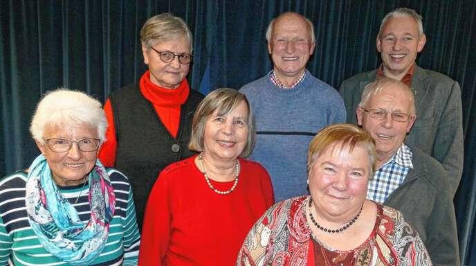 Das neue Leitungsteam des Altenwerks Fautenbach stellte sich am Donnerstagabend vor (von links): Brigitte Neufeld, Christel Hodapp, Theresa Genter, Heinrich Genter, Maria Sucher, Edmund Schindler und Pfarrer Joachim Giesler.