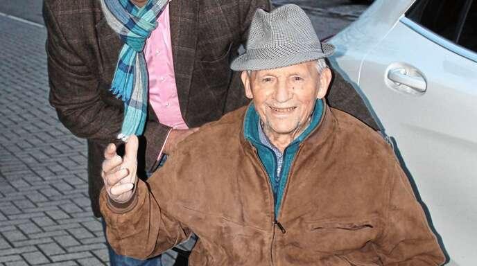 Bürgermeister Alexander Schröder unternahm mit Georg Kleis (98) eine Rundfahrt durch in und um Meißenheim herum.