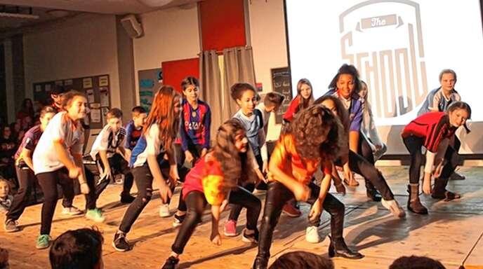 Mit der Tanzschule »The School« hatten die »Hip Hop Kids« eine Choreografie erarbeitet, die sie im Rahmen von »Theo on Stage« vorführten.