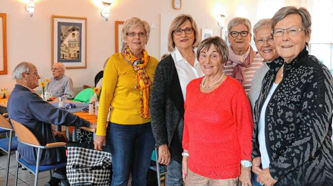 18 Ehrenamtliche bringen sich beim Bürgertreff ein. Unsere Aufnahme zeigt einige davon, von links: Brigitte Schreiber, Erika Nock, Irmfried Nold, Resel Wimmer, Margit Spissinger und Julia Gmeiner.