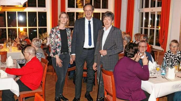 Seniorenbeauftragte Sabrina Lusch, OB Matthias Braun und Sachbereichsleiter Bernhard Wolf (von links) bedankten sich bei den Ehrenamtlichen des Seniorennetzwerks.