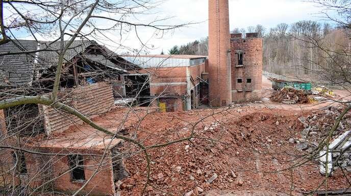 Roter Schutt blieb von dem Gebäudeteil der alten Ziegelfabrik, der in Oberachern abgerissen wurde.