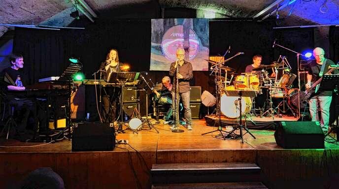Die Band Sammelsurium weiß zu überzeugen. Das Publikum wurde am Samstagabend dann auch mit dem altbekannten »Gnom«als Zugabe belohnt.