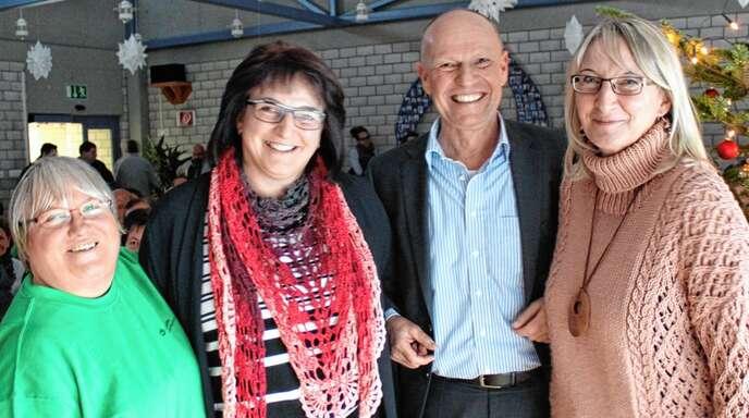 Karoline Hund von der Werkstätte Oberkirch der Lebenshilfe (von links) freute sich über die Spende von Veronika Hug mit dem Vorstandsvorsitzendem der Lebenshilfe Achim Feyhl und Margit Huber.