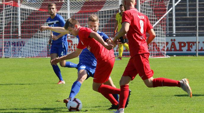 Jacob Harter (links im roten Trikot) trägt auch in der kommenden Saison das Trikot des OFV.