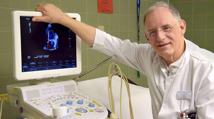 Die Arbeit mit dem Ultraschallgerät faszinierte Michael Rost Zeit seines Berufslebens. Auch wenn das Gerät im Oberkircher Krankenhaus nur ein »Golf« unter den technisch immer anspruchsvoller werdenden Diagnoseinstrumenten ist.
