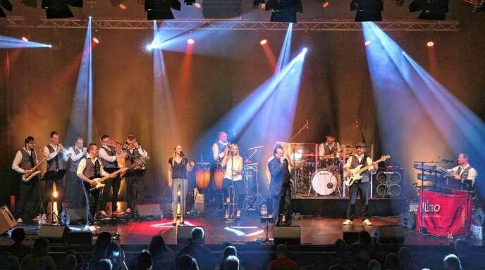 Großen Spaß auf der Bühne hatten die Musiker von »Ultimo«, als sie am Samstagabend beim Benefizkonzert des Kiwanis-Clubs in der Reithalle auftraten.