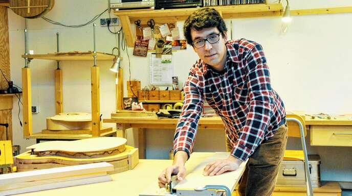 Werkstattbesuch bei Gitarrenbauer Jan Wenk, der den Gründerpreis der Stadt Lahr kürzlich erhalten hat.