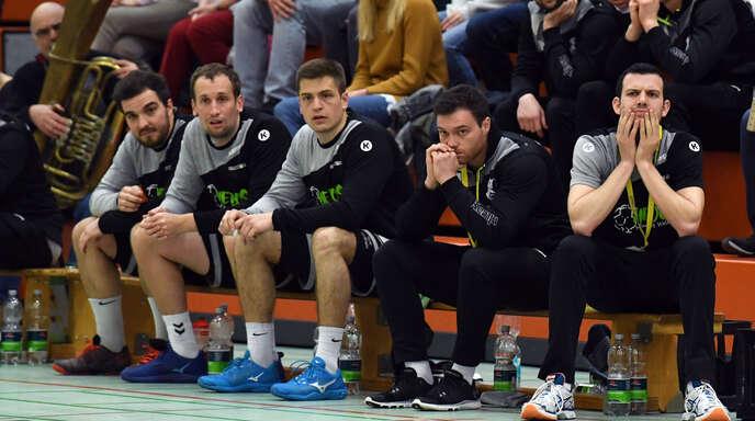 Nicht zufrieden: Hedos-Coach Simon Herrmann (l.).