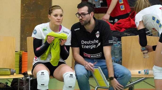 Als Kapitänin noch der verlängerte Arm von Florian Völker (r.), in der neuen Saison Spielertrainerin: Richarda Zorn.