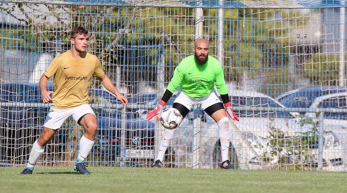 Renchens Torwart Ismael Akbas (rechts) sorgte am Samstag in Linx für große Aufregung.