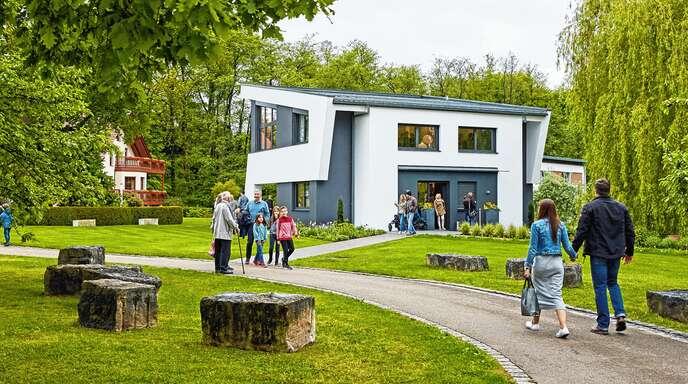 Der Fertighaus-Hersteller Weber-Haus aus Linx öffnet am Sonntag seine Pforten. Die Besucher können sich auf ein großes Programm freuen.