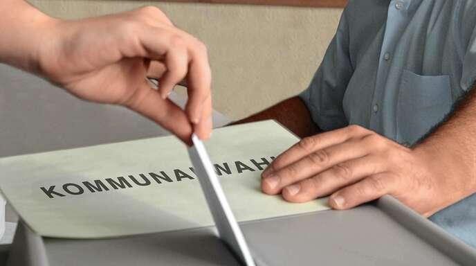 Wenn die Stimmen in die Urne fallen, sollten alle Stimmen so verteilt sein, dass der Wahlzettel nicht ungültig ist.