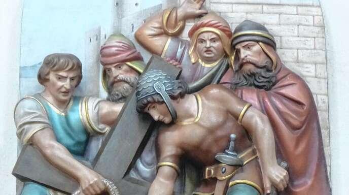 Die Kreuzwegstationen laden zur Betrachtung des Leidens Christi ein.