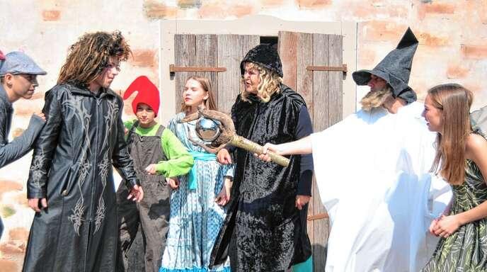 Die Junge Bühne präsentiert in diesem Sommer das Stück »Rabatz im Zauberwald« (Foto). Die Burgbühne inszeniert im »freche hus«-Garten die Geschichte von »Robin Hood«.