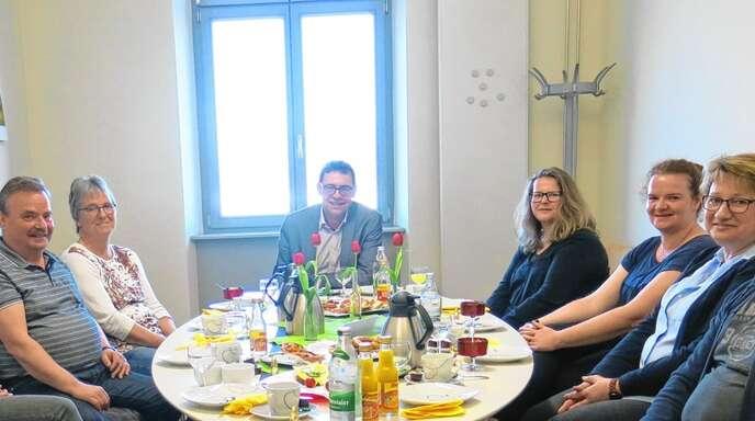 OB Klaus Muttach (Mitte) hatte zum Mitarbeiterdialog eingeladen.