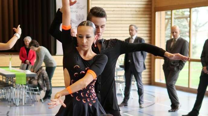 Jonas und Marilena Jundt vom TSC Schwarz-Weiß Offenburg tanzten auf Rang zwei.