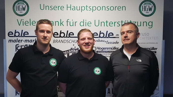 Bastian Waldhecker (r.), der sportliche Leiter des HGW, mit Stefan See (l.) und Georg Fischinger.