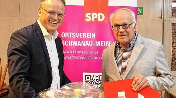 Vorsitzender Karl-Rainer Kopf (links) zeichnete Theo Reith für 40 Jahre Treue aus.