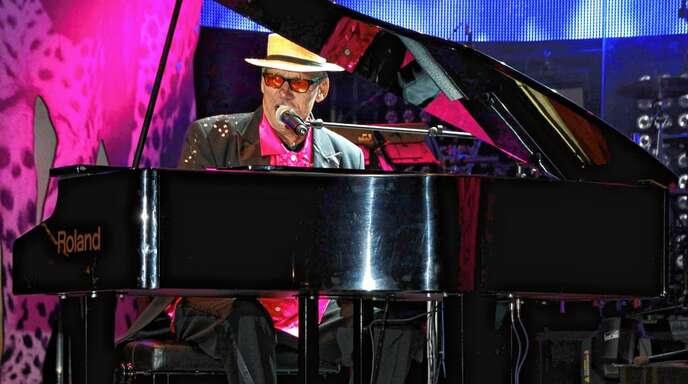 Andreas Schulte und seine Band wollen die Musik von Elton John stilecht im Lahrer Stadtpark erklingen lassen.