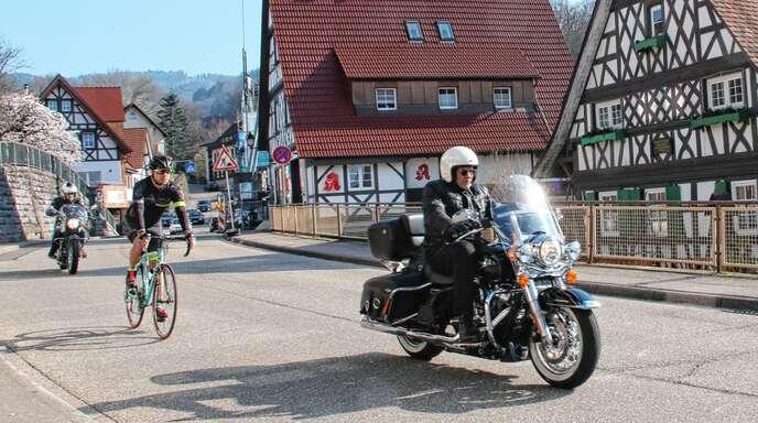 Initiative gegen Motorradlärm; »Silent Rider« sind als »Genussbiker« in Sasbachwalden willkommen: lärmende Biker müssen ihr Fahrverhalten dagegen ändern.