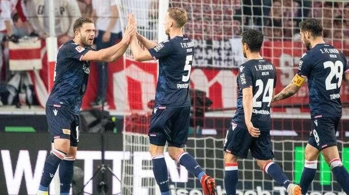 Die Spieler von Union Berlin konnten mit dem 2:2 im Relegationshinspiel beim VfB Stuttgart gut leben.