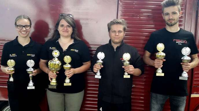 Jede Menge Pokale gab es für Gina Trunk, Nathalie Möschle, Adrian Köhler und Erik Gluminski (v.l.).
