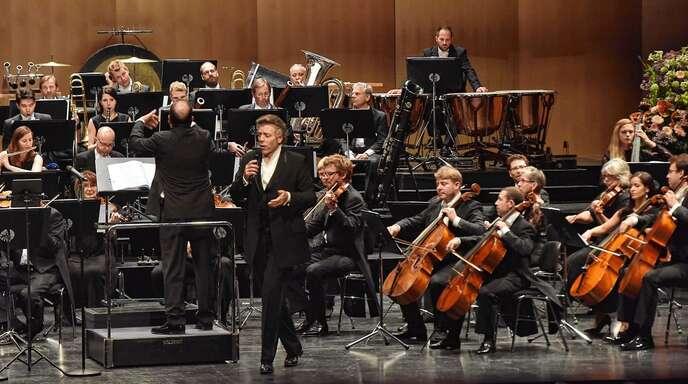 Großartiger Liederabend im Festspielhaus mit Thomas Hampson (Mitte) und dem Basler Sinfonieorchester unter Leitung von Sir Ivor Bolton.