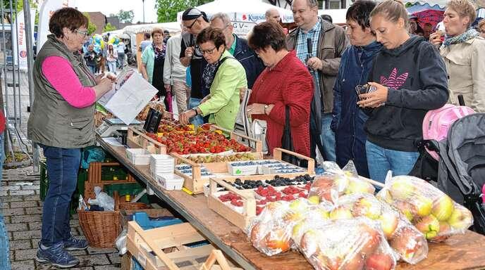 Frisches Obst aus der Region war beim Freistetter Pfingstjahrmarkt zu haben.