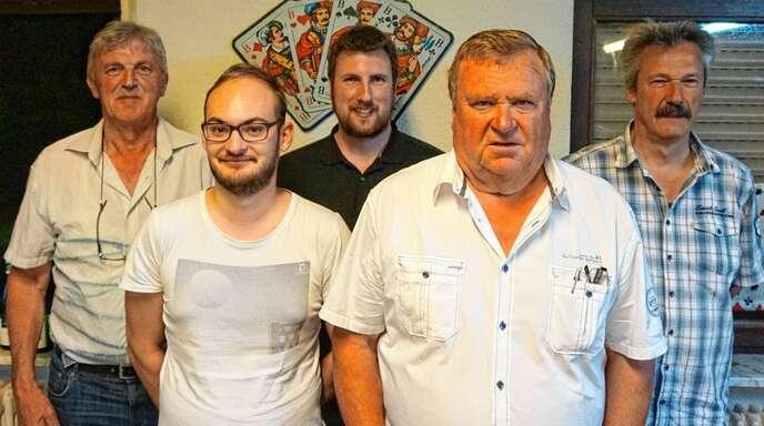 Helmut Dienert, Daniel Vogt, Tobias Scheibel, Erich Meier und Franz Müller bilden den Vorstand des Skatclubs Zusenhofen (es fehlt Karl-Heinz Kögel).