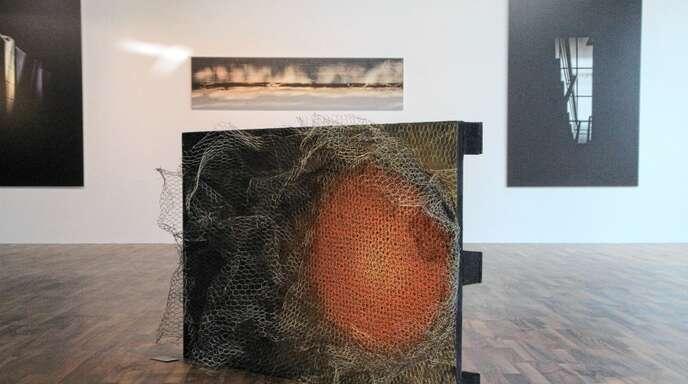 Malerei, Installation und Fotografie findet der Besucher in der Ausstellung des Aliseo-Art-Projekts.