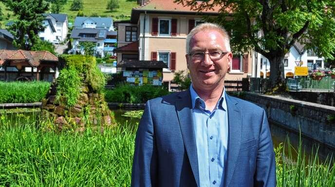 Bürgermeister Hans-Jürgen Decker im Ottenhöfener Kurpark.
