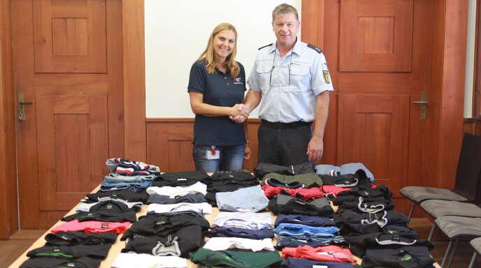 Yvonne Busby, DRK-Kreisverband Lahr, und Polizeioberkommissar Andreas Siedler vom Polizeiposten Ettenheim.