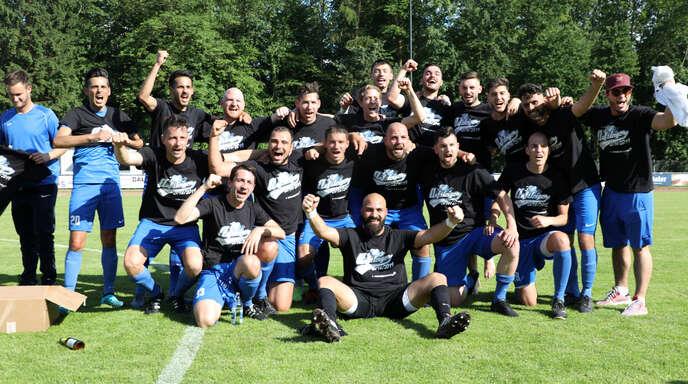 Der SV Renchen feiert den Aufstieg in die Bezirksliga.