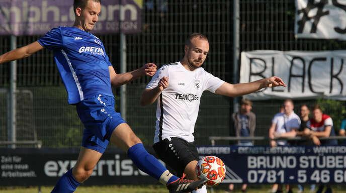 Mischa Pleger (r.) steht mit dem SC Offenburg nach dem 1:1 im Hinspiel am Samstag im Rückspiel um den Landesliga-Aufstieg beim SV Ulm unter Zugzwang.