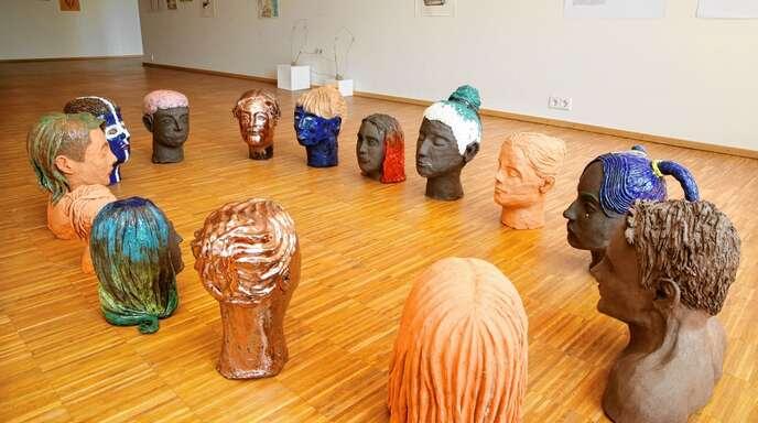 Die Absolventen des Vorstudiums an der Kunstschule Offenburg haben die Ausstellungsräume beim Kunstverein selbst gestaltet